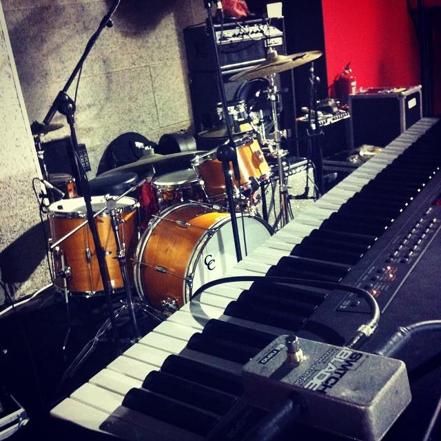 Todo listo!!! CAVE + @amendunes conciertazo!!!#16toneladas_rockclub #valencia #rock