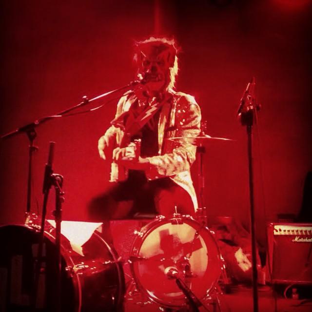 HOMBRE LOBO INTERNACIONAL #16toneladas #rock