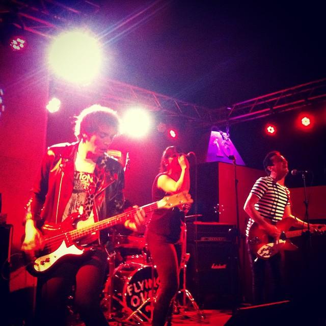 FLYING OVER\\\\\ Rockin' Frenchies!!!! Ahora en @16toneladas_rockclub #valencia #conciertos #rock