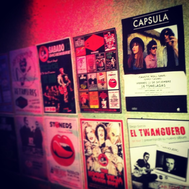 próx V12 >>> CAPSULA <<< estáis preparados??? @capsula_band + #causticrolldave + #gypsycasino + dj Manel Ramodne. ROCK AND ROLL Y COPAS HASTA LAS 6:30h. @16toneladas_rockclub #valencia #conciertos #rock