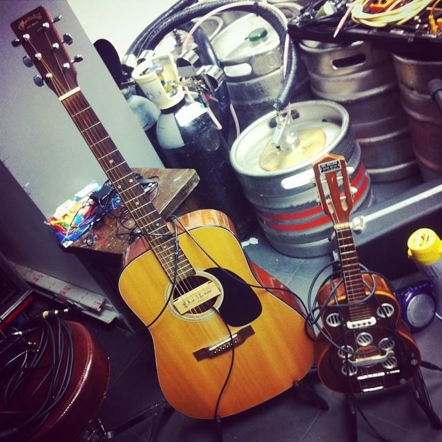 Caustic Roll Dave backstage /// en breve !!! @capsula_band #gypsycasino #causticrolldave en @16toneladas_rockclub ROCK AND ROLL HASTA 6:30h