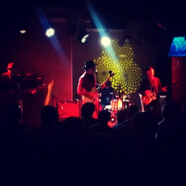 Wooooow!!!! CHUCK PROPHET en @16toneladas_rockclub = Perfect sunday!!!! #conciertos #valencia #rock